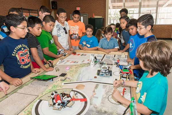 Si Se Puede Foundation's Lego/Robotics program